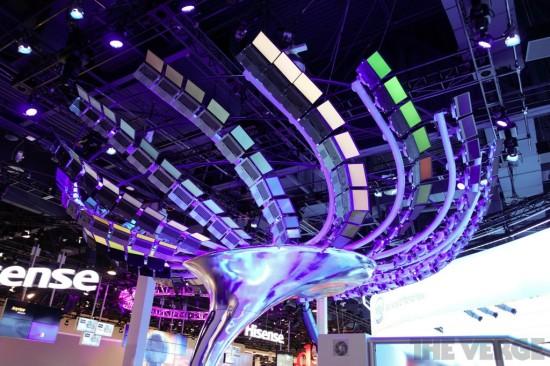 CES 2013: Intel construye árbol interactivo con 176 Ultrabooks en su stand