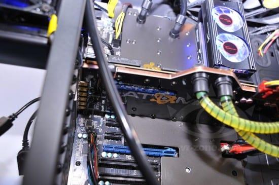 Sapphire-Radeon-HD-7990-ATOMIC-Edition-03