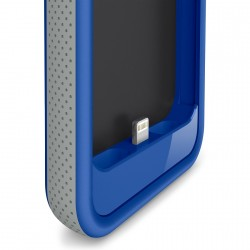 battery-case-lightning-connector-in-use-blue