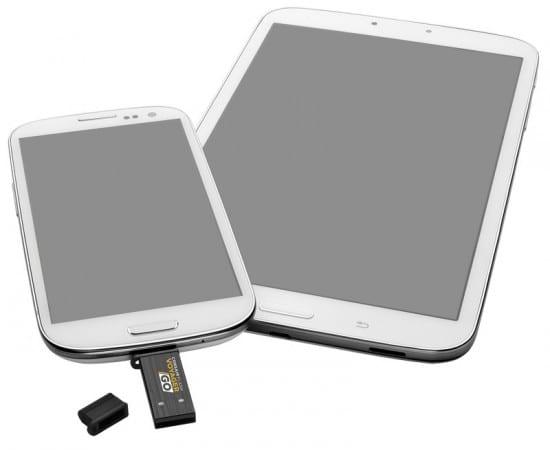 VoyagerGo_plugged_into_smartphone