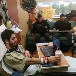 Cuando tu amigo está en el hospital y la LAN sigue