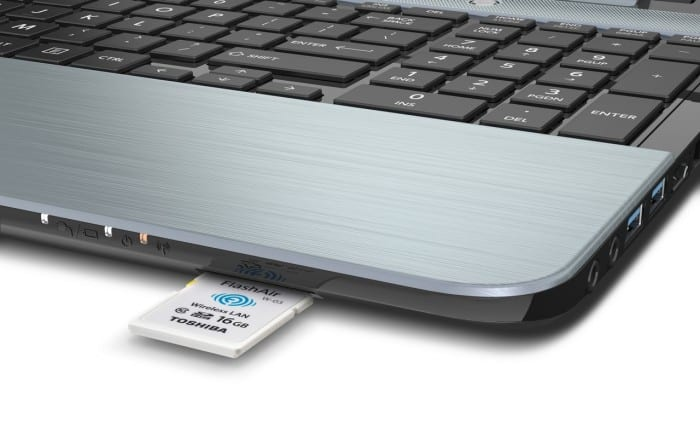 FlashAir-III_PFW016U-1CCW_LaptopAngle