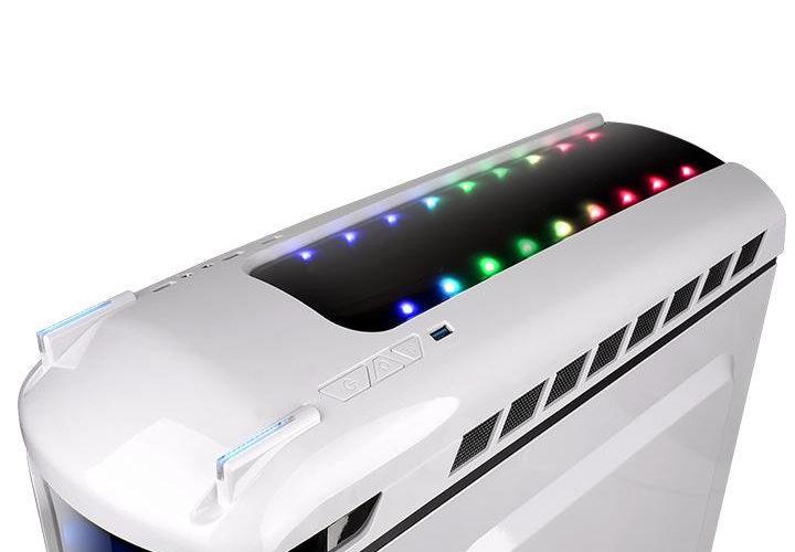 Thermaltake presenta el gabinete Versa C22 RGB Snow Edition